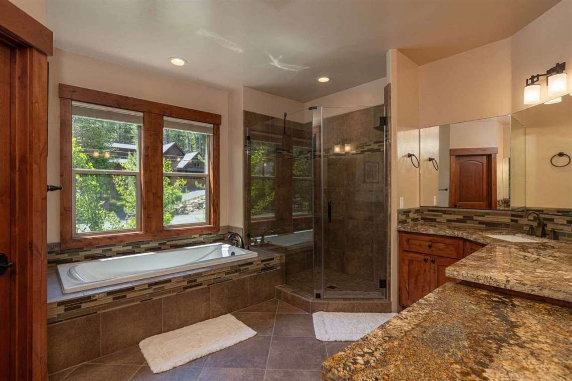 Truckee Real Estate  |  13988 Swiss Lane Truckee, CA | Bathroom