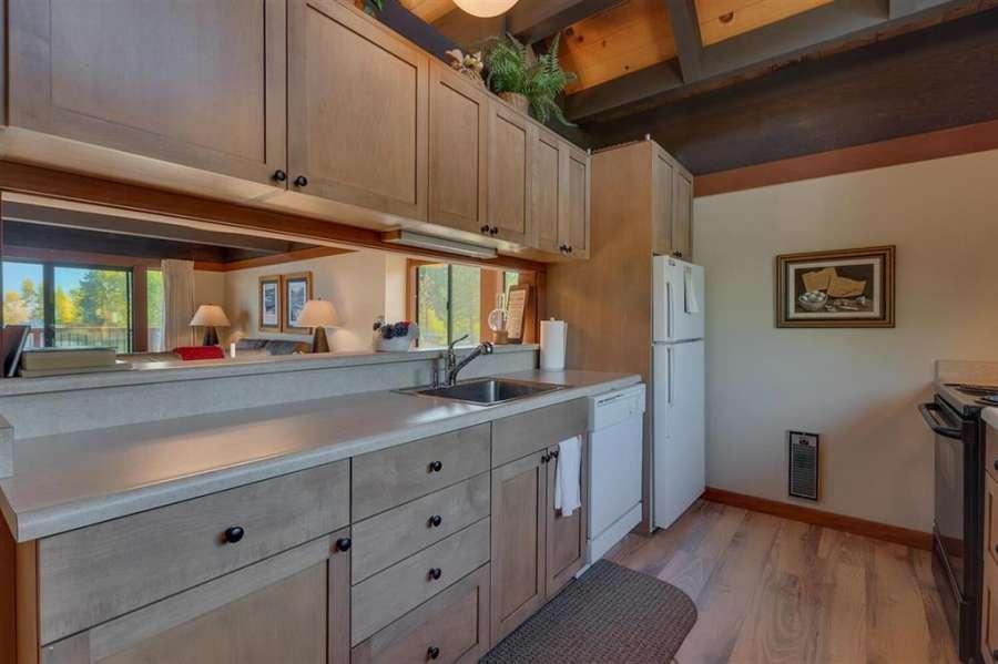 Elegant Kitchen |  270 North Lake Blvd. #33