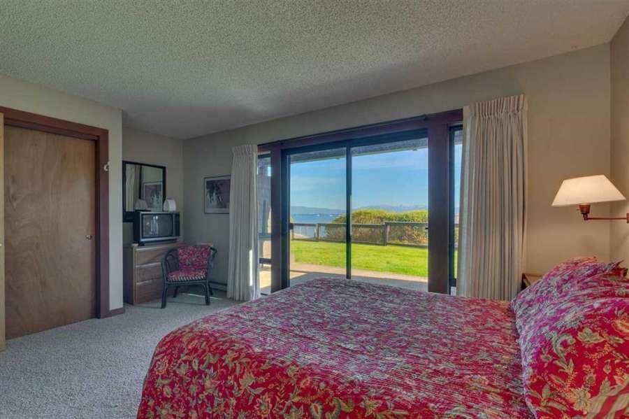 Master Bedroom with Lake Views | 270 North Lake Blvd. #33