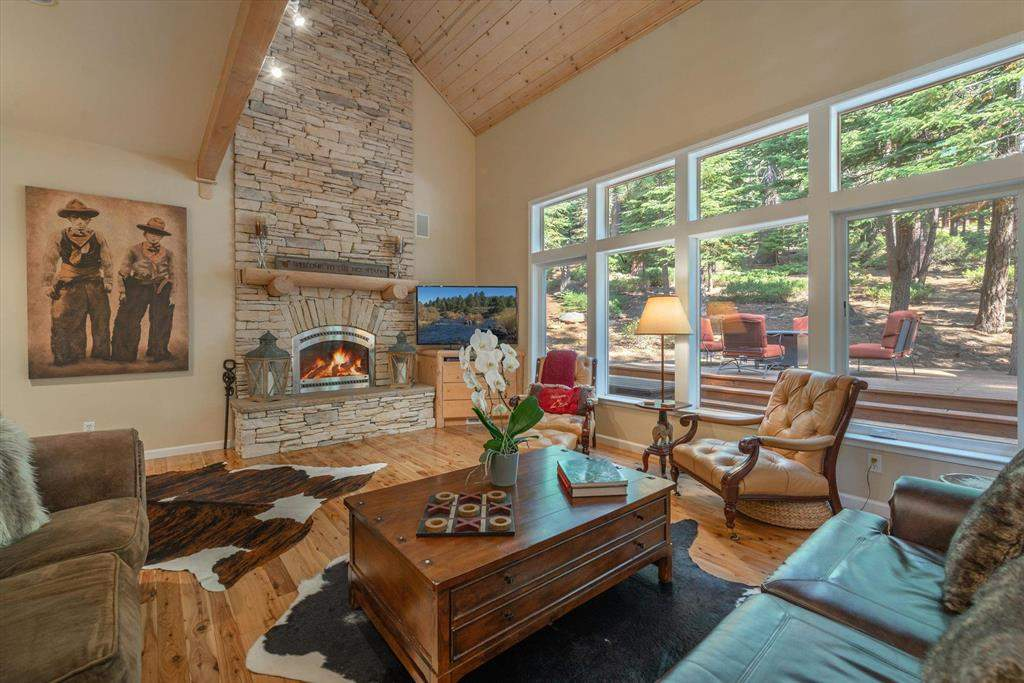 Stunning living room   12882 Falcon Point Pl.