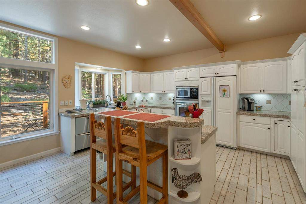 Light and bright kitchen   12882 Falcon Point Pl.