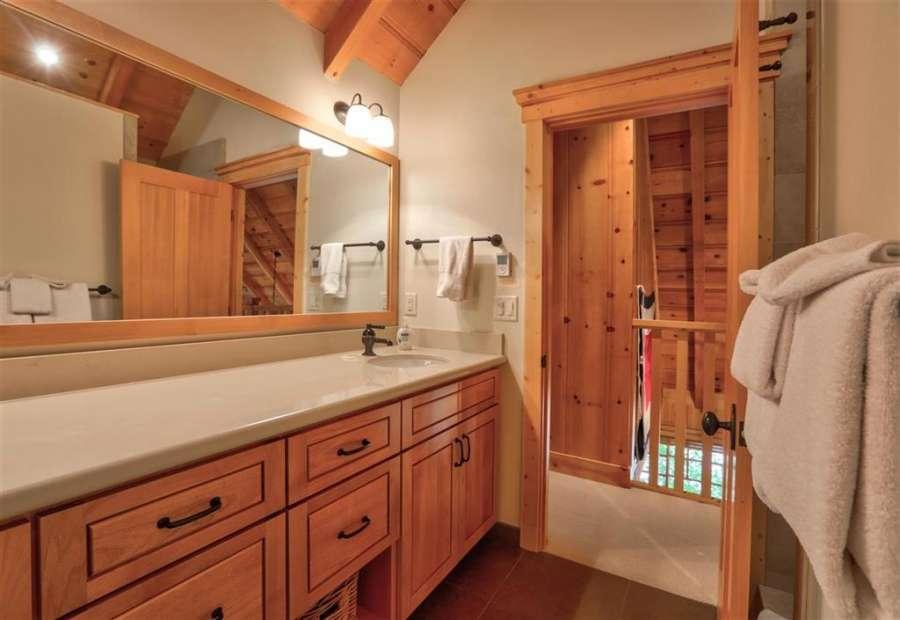 Master Bathroom | 350 Fountain Ave