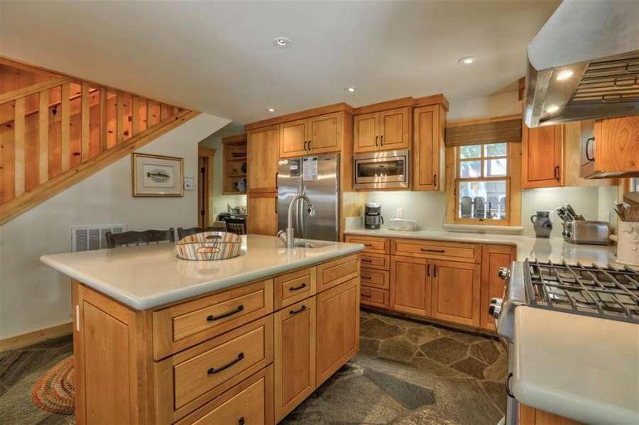 Beautiful kitchen | Tahoe Park Cabin