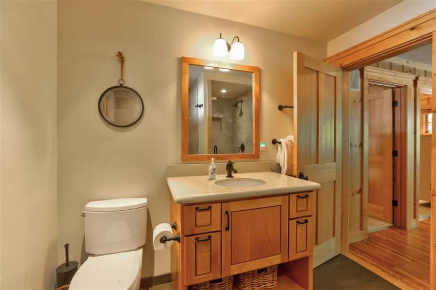Charming Bathroom | 350 Fountain Ave