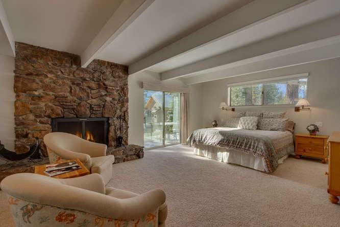 Squaw Valley Ski Real Estate | 1735-Paiute-Pl | Master Bedroom En suite