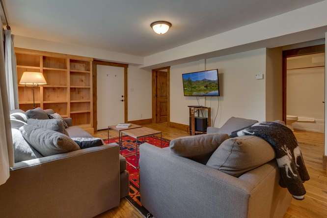 North Lake Tahoe Real Estate | 1083 Lanny Ln Olympic Valley | Family Room