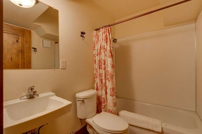 Squaw Valley Luxury Real Estate | 1083 Lanny Ln Olympic Valley | Bathroom