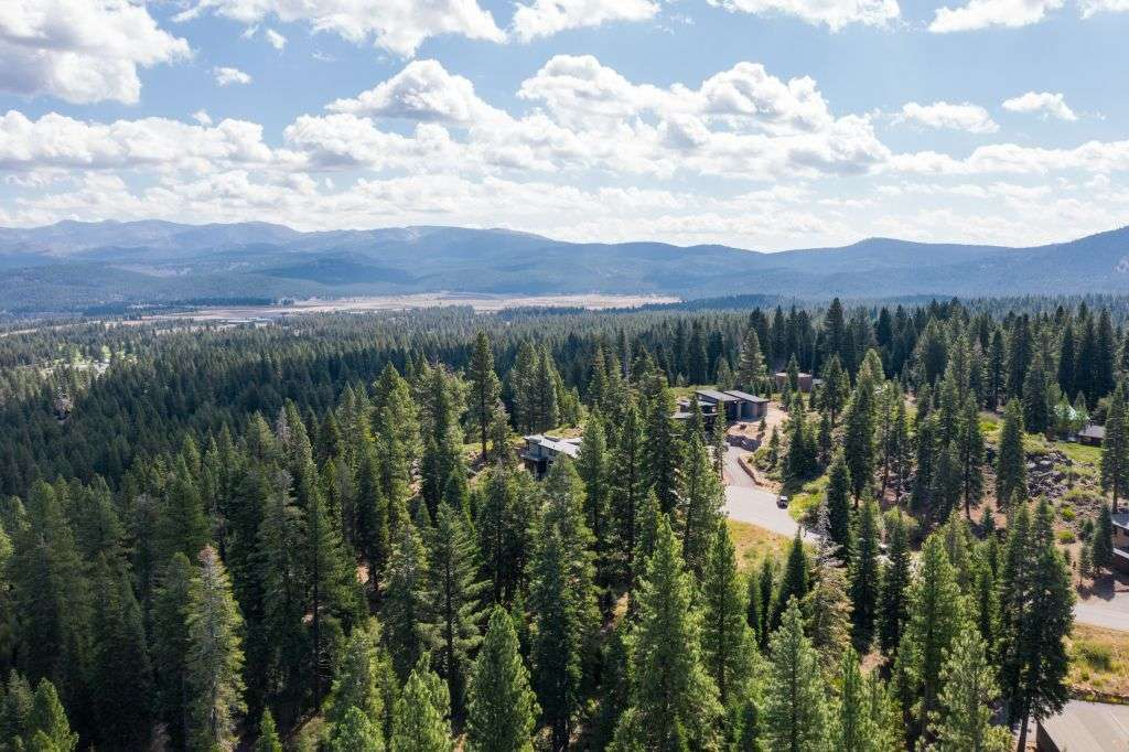 Truckee  Lot for Sale  | 10530 Aspenwood Rd |  Mountain View of Surrounding Truckee