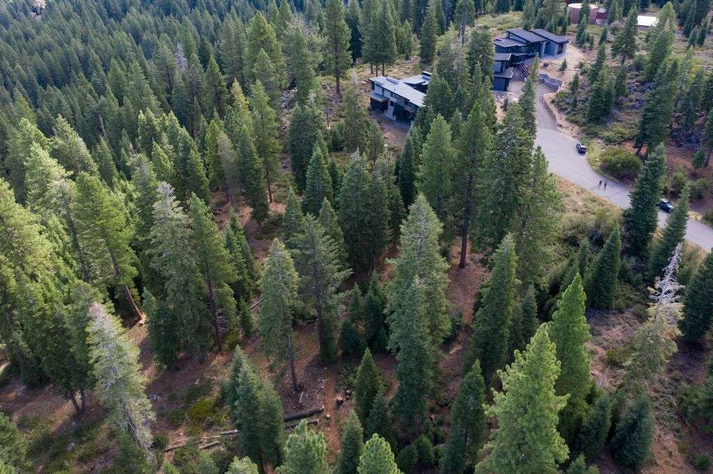 Truckee  Parcel for Sale  | 10530 Aspenwood Rd |  Mountain Views of Surrounding Truckee
