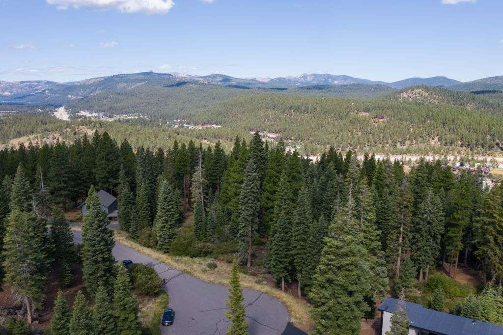 Truckee Lot for Sale | 10530 Aspenwood Rd | Tree Lined View