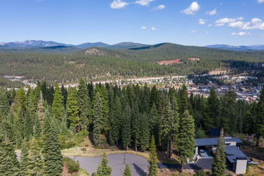 Truckee Parcel for Sale | 10530 Aspenwood Rd | Beautiful Mountain View