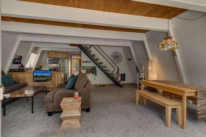 1575-W-Lake-Blvd-Tahoe-City-CA-small-003-022-LivingDining-Room-666x444-72dpi.jpg-nggid044036-ngg0dyn-666x444x60-00f0w010c010r110f110r010t010