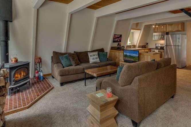1575-W-Lake-Blvd-Tahoe-City-CA-small-004-002-Living-Room-666x444-72dpi.jpg-nggid044038-ngg0dyn-666x444x60-00f0w010c010r110f110r010t010