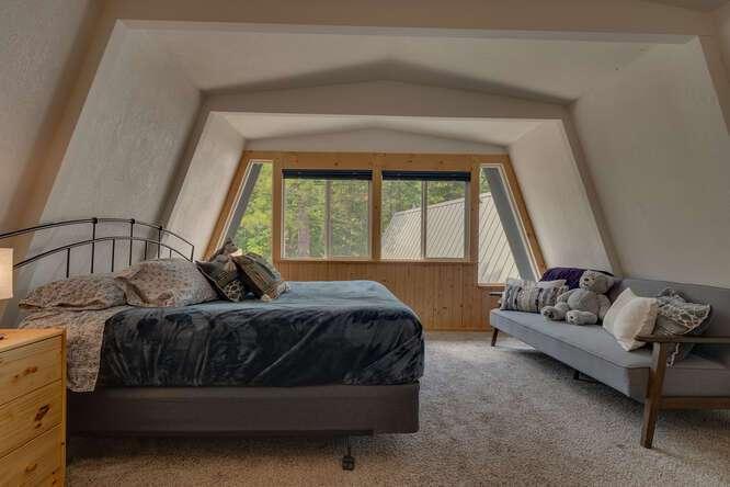 1575-W-Lake-Blvd-Tahoe-City-CA-small-011-015-Bedroom-666x444-72dpi.jpg-nggid044045-ngg0dyn-666x444x60-00f0w010c010r110f110r010t010
