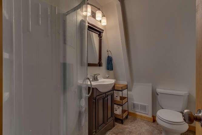 1575-W-Lake-Blvd-Tahoe-City-CA-small-012-021-Bathroom-666x445-72dpi.jpg-nggid044046-ngg0dyn-666x444x60-00f0w010c010r110f110r010t010