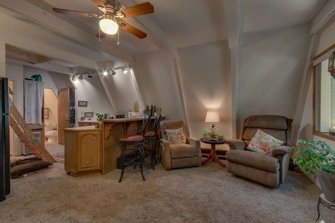 1575-W-Lake-Blvd-Tahoe-City-CA-small-017-012-Guest-House-Living-Room-666x444-72dpi.jpg-nggid044050-ngg0dyn-666x444x60-00f0w010c010r110f110r010t010