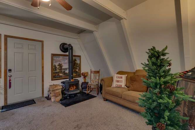 1575-W-Lake-Blvd-Tahoe-City-CA-small-018-024-Guest-House-Living-Room-666x444-72dpi.jpg-nggid044052-ngg0dyn-666x444x60-00f0w010c010r110f110r010t010