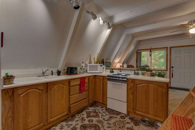 1575-W-Lake-Blvd-Tahoe-City-CA-small-019-019-Guest-House-Kitchen-666x444-72dpi.jpg-nggid044053-ngg0dyn-666x444x60-00f0w010c010r110f110r010t010