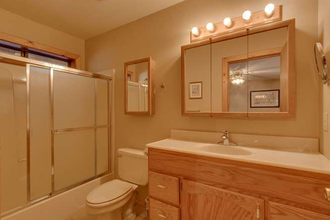 Tahoe Donner Real Estate | 14094 Tyrol Way | Bathroom