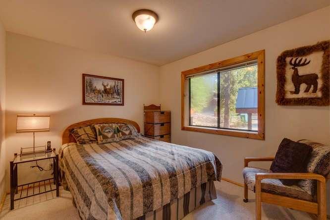 Tahoe Donner Cabin | Bedroom