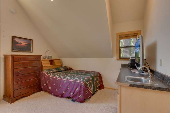 Truckee Real Estate | Guest House Bedroom