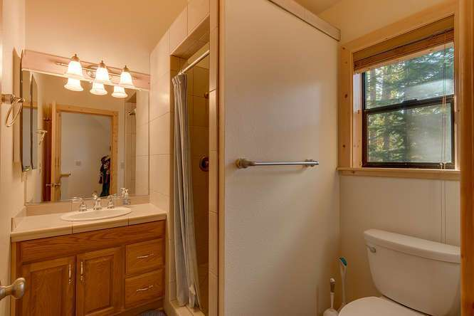Truckee Real Estate | Guest House bathroom