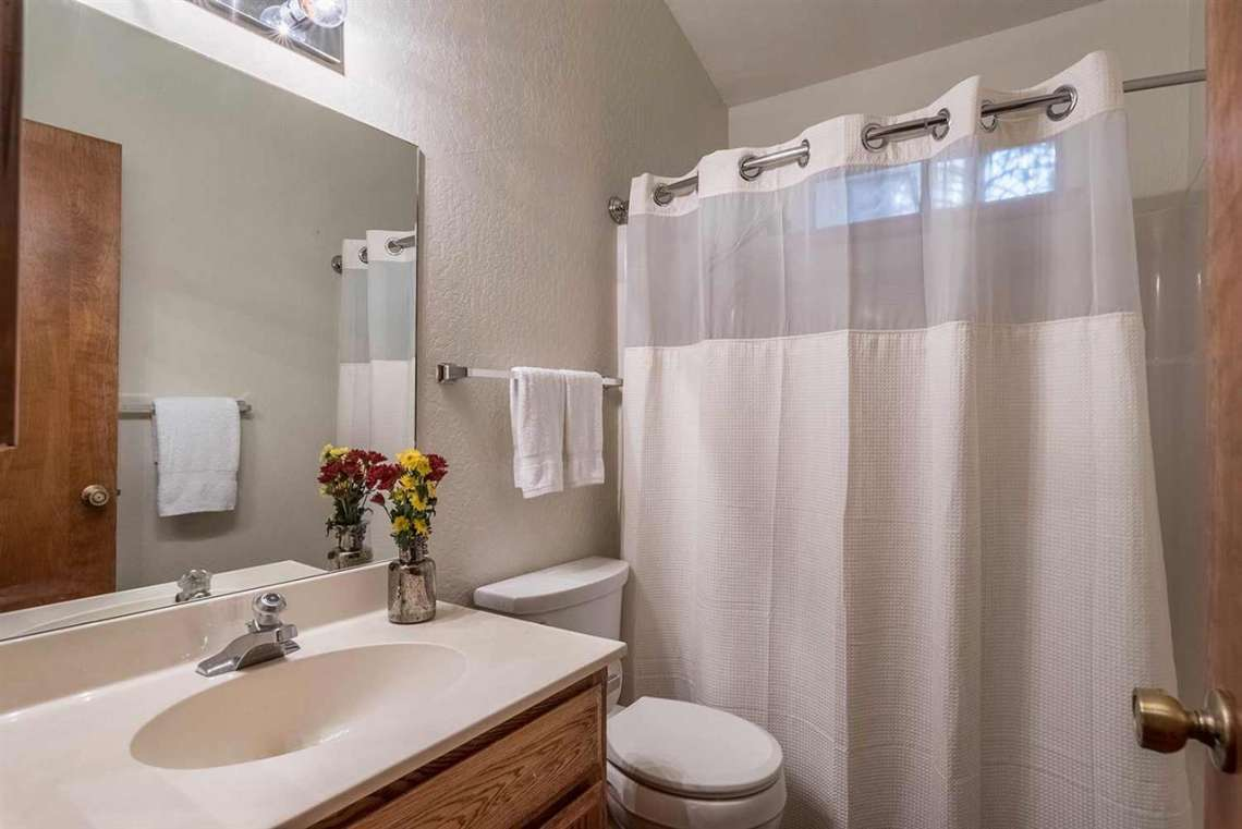 Tahoe Donner Cabin | Bathroom
