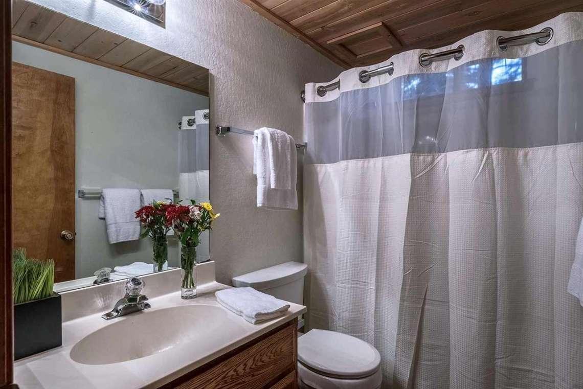 Truckee Real Estate | Bathroom