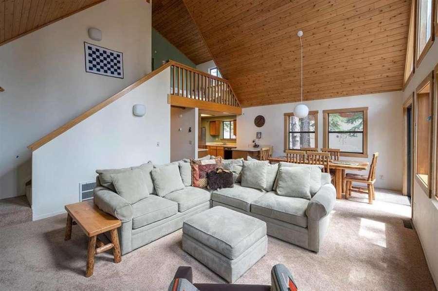 Tahoe Donner Getaway | Spacious living room