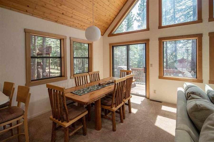 Tahoe Donner Getaway | Dining area