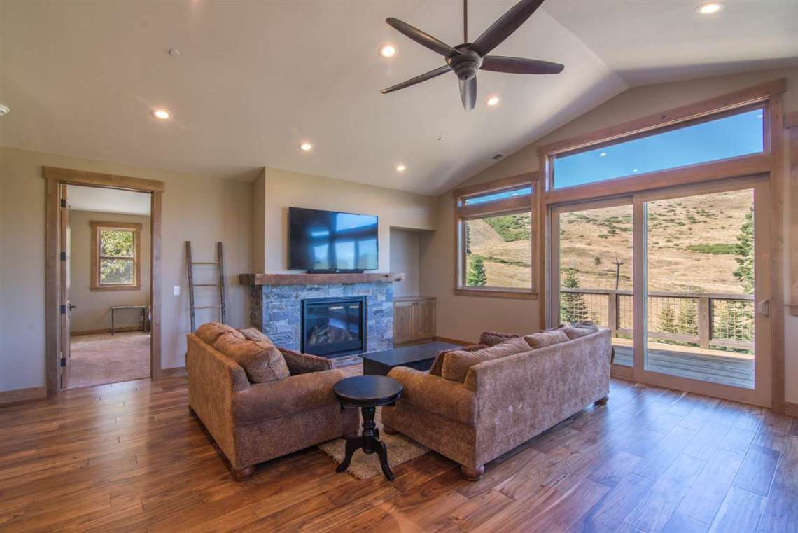 Tahoe Donner Luxury Home with Views