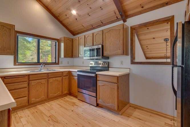 405-Tahoe-Woods-Blvd-Tahoe-small-007-013-Kitchen-666x444-72dpi