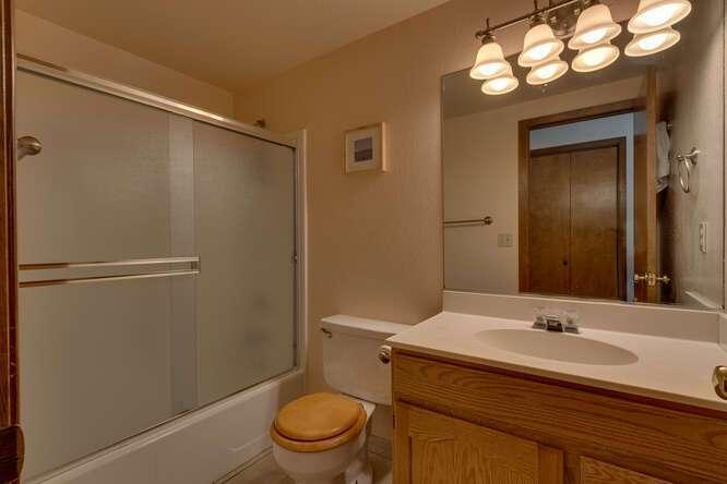 405-Tahoe-Woods-Blvd-Tahoe-small-016-018-Bathroom-666x445-72dpi