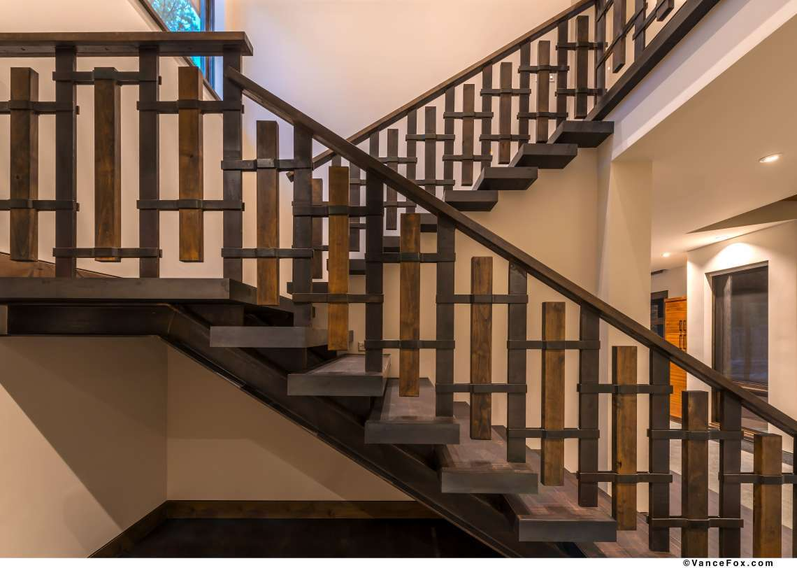 Lahontan Real Estate   8621 Lloyd Tevis Dr   Staircase