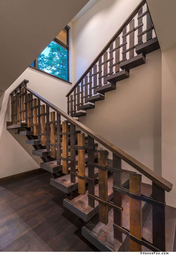 Martis Valley Real Estate | 8621 Lloyd Tevis Dr | Staircase