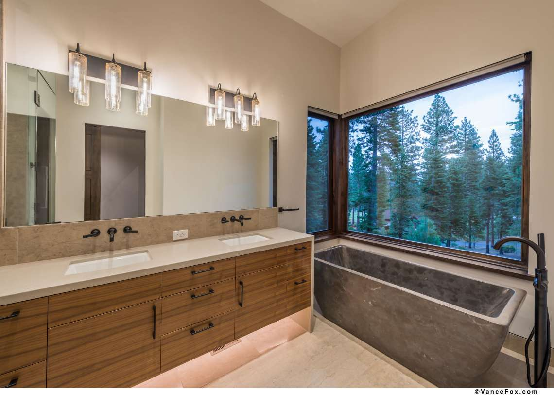 Custom Truckee Real Estate   8621 Lloyd Tevis Dr   Bathroom