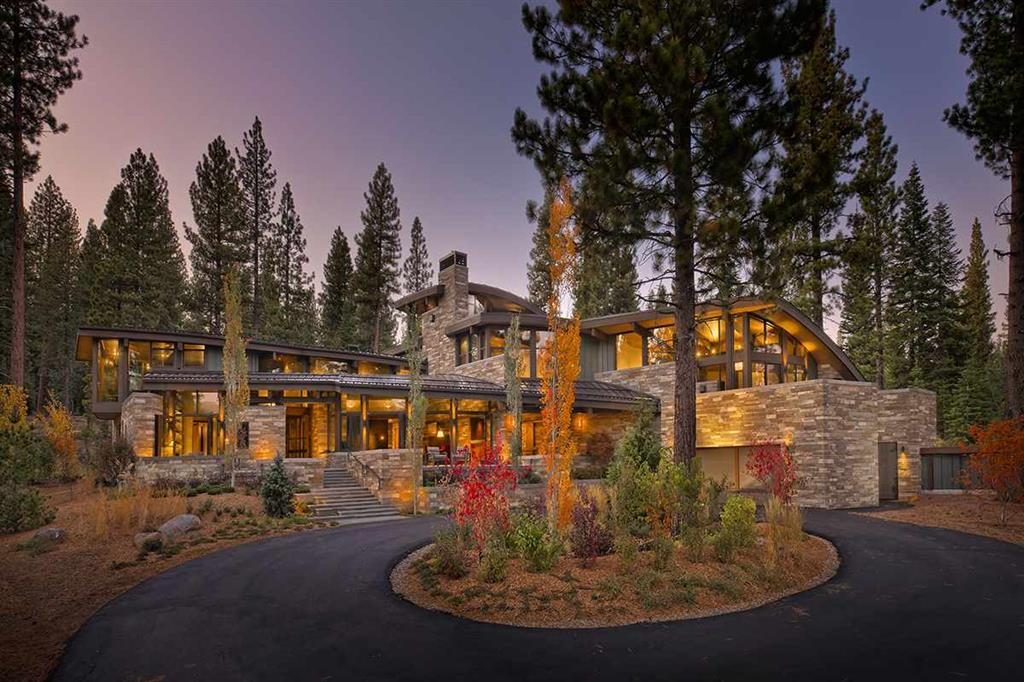 image of front of North Lake Tahoe Luxury home for lake tahoe luxury home